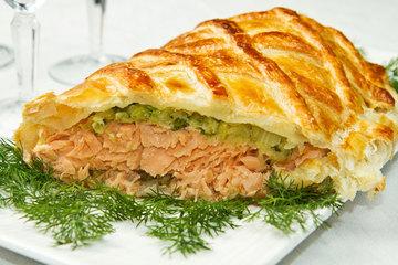 Medium salmone in crosta con spinaci