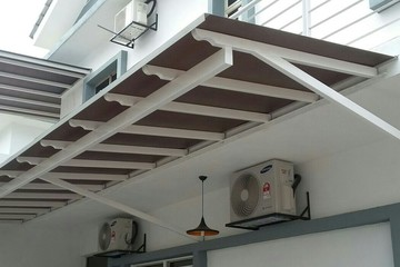 Medium awning poly w m s
