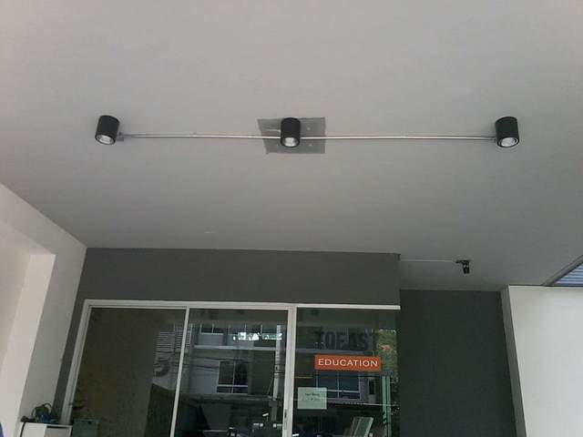 ติดตั้งโคมไฟแสงสว่างลานจอดรถ