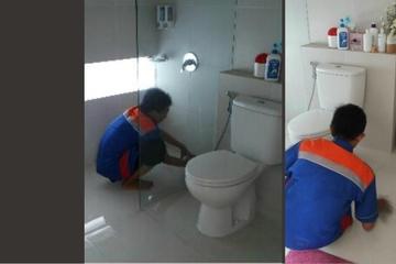 Medium jasa membersihkan kamar mandi hotel 006