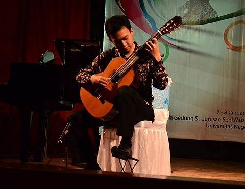 Kursus les privat gitar klasik berkualitas  guru lulusan s1 musik dan bersertifikat 2645795 1440648048